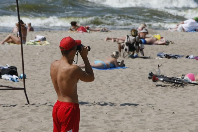 Pajūrio paplūdimyje šiukšles rinks gelbėtojai