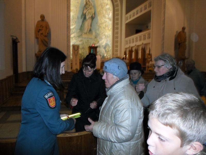 Pareigūnai bažnyčioje dalino patarimus, kaip elgtis tamsiuoju metų laiku