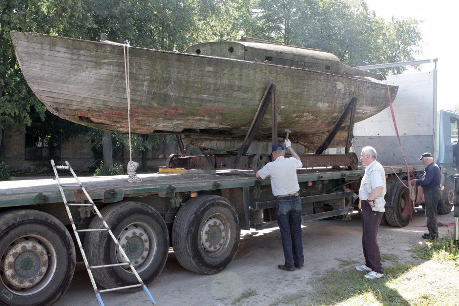 Istorinį laivą saugo antstoliai