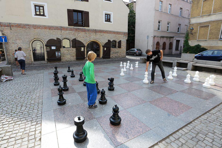 Senamiesčio šachmatai vilioja ir turistus