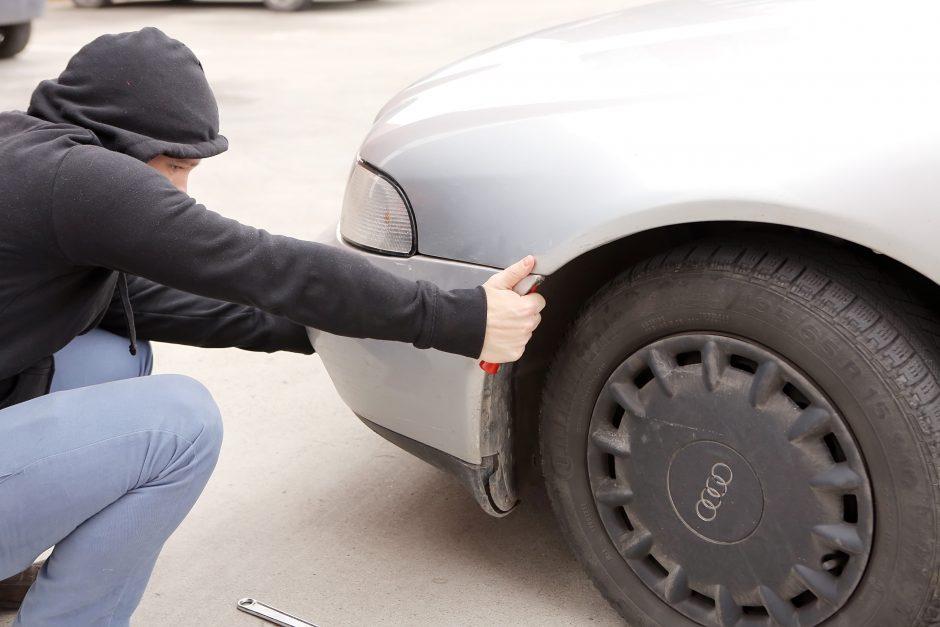 Paliko automobilį servise remontui, neteko buferio už 10 tūkst. litų