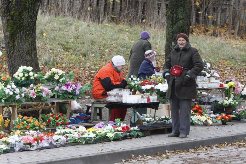 Vėlinių prekyba Klaipėdoje įsibėgėjo