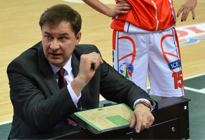 """R. Samulėnas ir toliau treniruos """"Sūduvos"""" krepšininkes ..."""