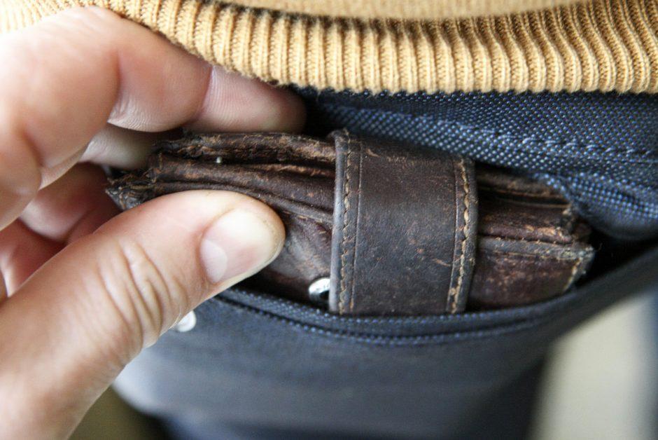 Bendrabučio laiptinėje jaunuolis neteko piniginės