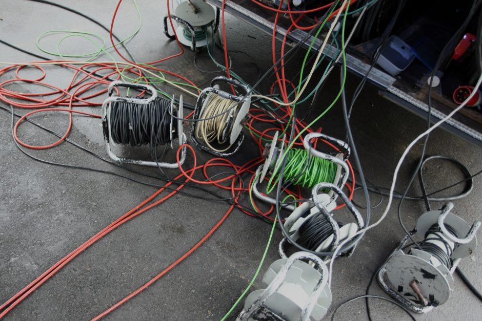 Staigmena sklypo savininkui – nutiestas svetimas kabelis