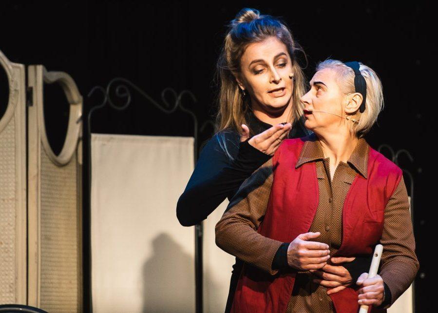 Scenoje – dviejų pašėlusių moterų išpažintis