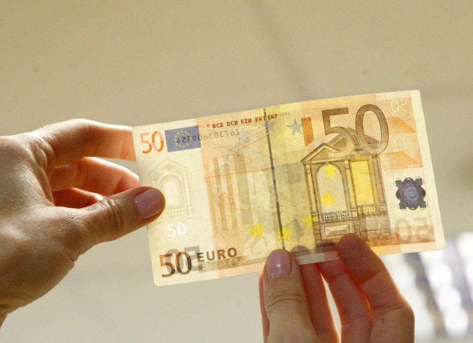 Pirkėjas už telefonus sumokėjo netikrais eurais
