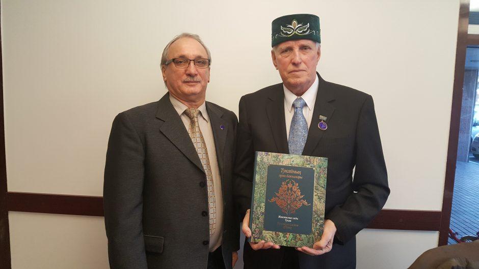 Poetui A. J. Navickui – totorių pagarba
