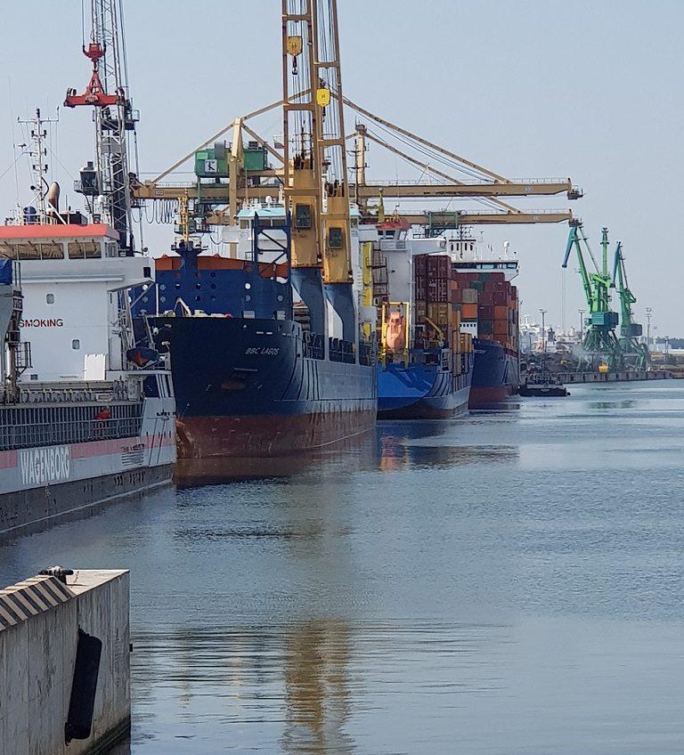 """Rekordai uostuose ir naftos produktų """"sausra"""""""
