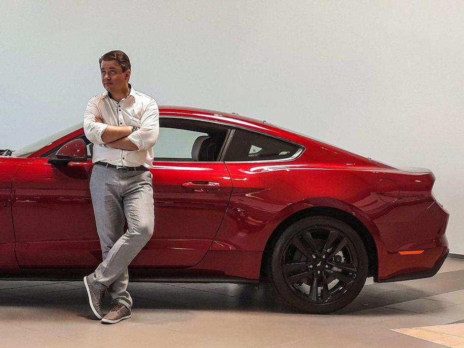 """""""Ford Mustang"""" laimėtojas: """"pirmiausia pavežiosiu tėtį"""""""