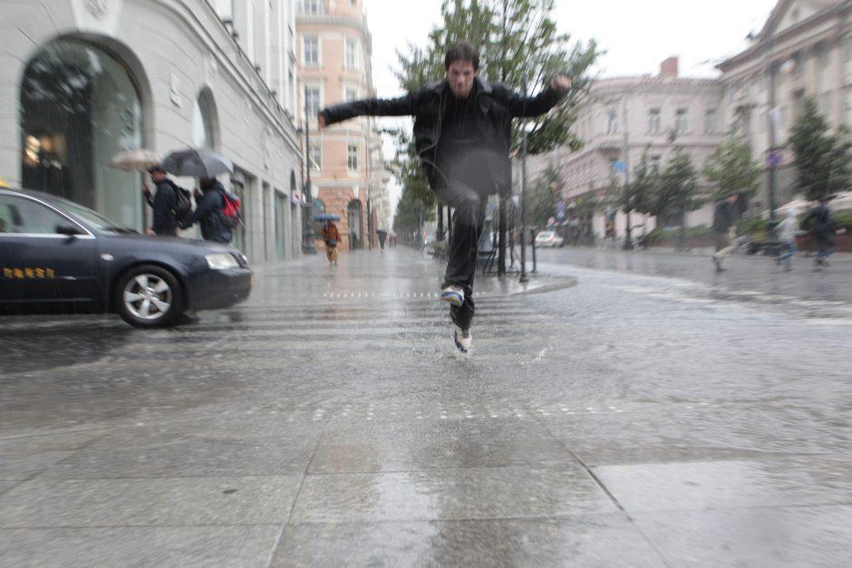 Į Vilnių trumpam sugrįžta lietus