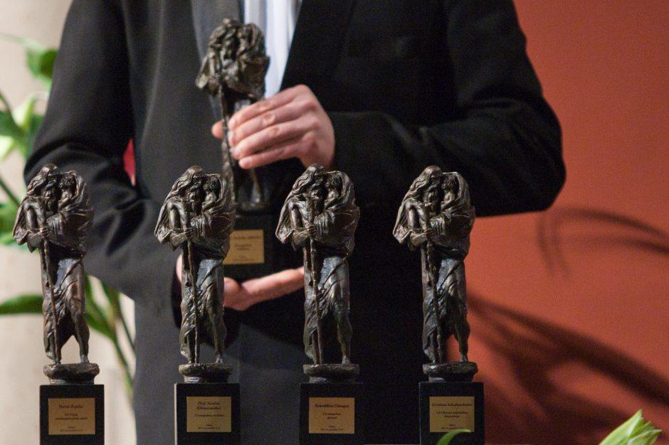 Kvietimas siūlyti kandidatus apdovanoti Šv. Kristoforo statulėlėmis