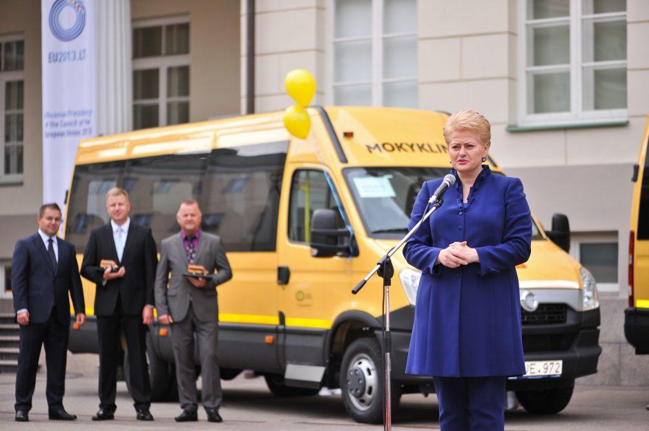 Savivaldybėms perduoti 42 nauji geltonieji autobusai