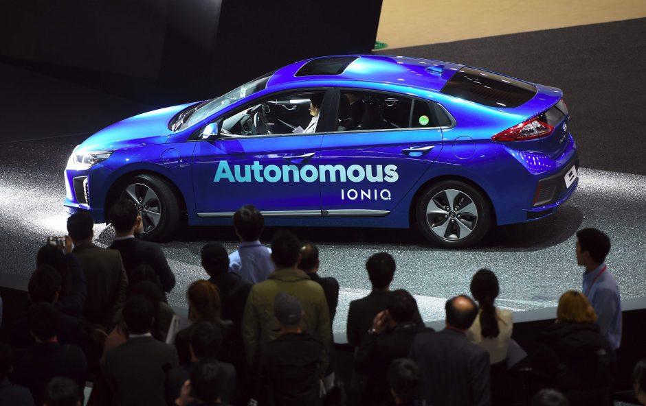 Dauguma vokiečių nepasitiki autonominiais automobiliais