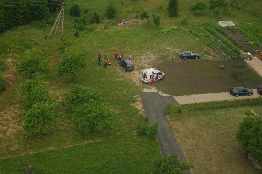 Pelkėje dingusi moteris aptikta iš pasieniečių sraigtasparnio