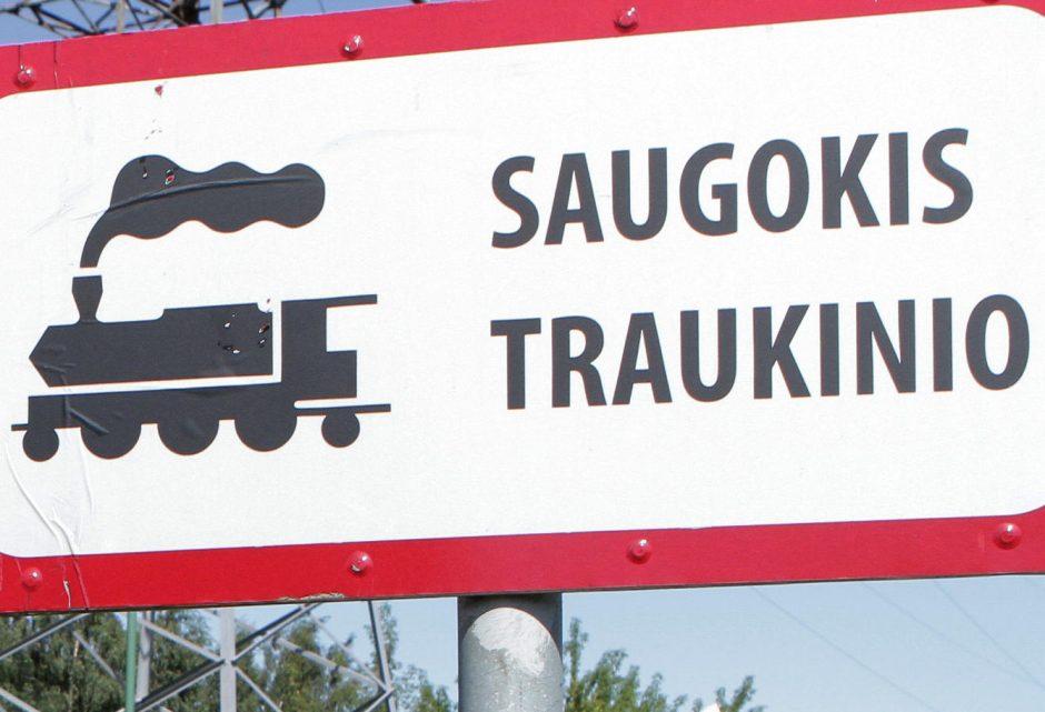 Tauragėje susidūrė traukinys ir automobilis