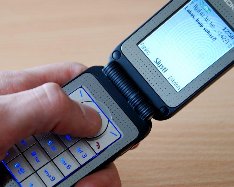 Per pusmetį iš nuteistųjų atimta per 5 tūkst. mobiliųjų telefonų