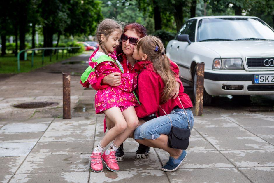 Neregės mamos akys – dvi dukros