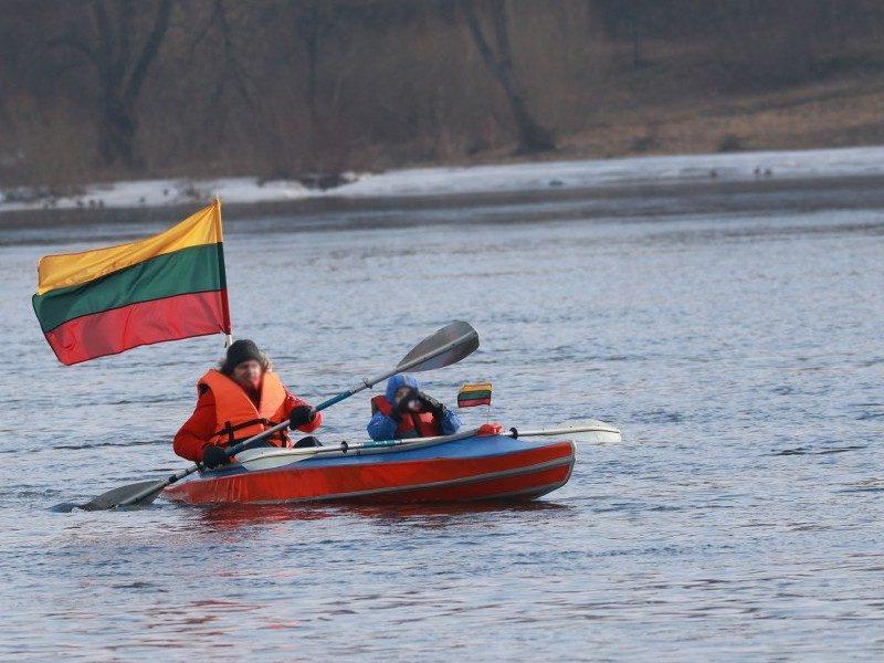 Pabaidytos baidarininkų Kaune žuvo dešimtys gulbių