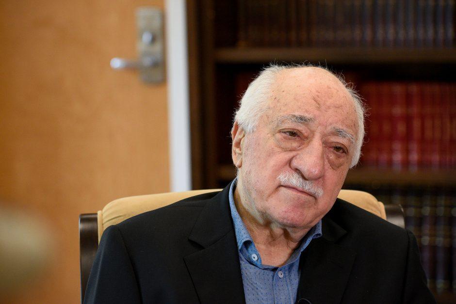 Turkijoje į darbą grąžinti 1 800 valstybės tarnautojų