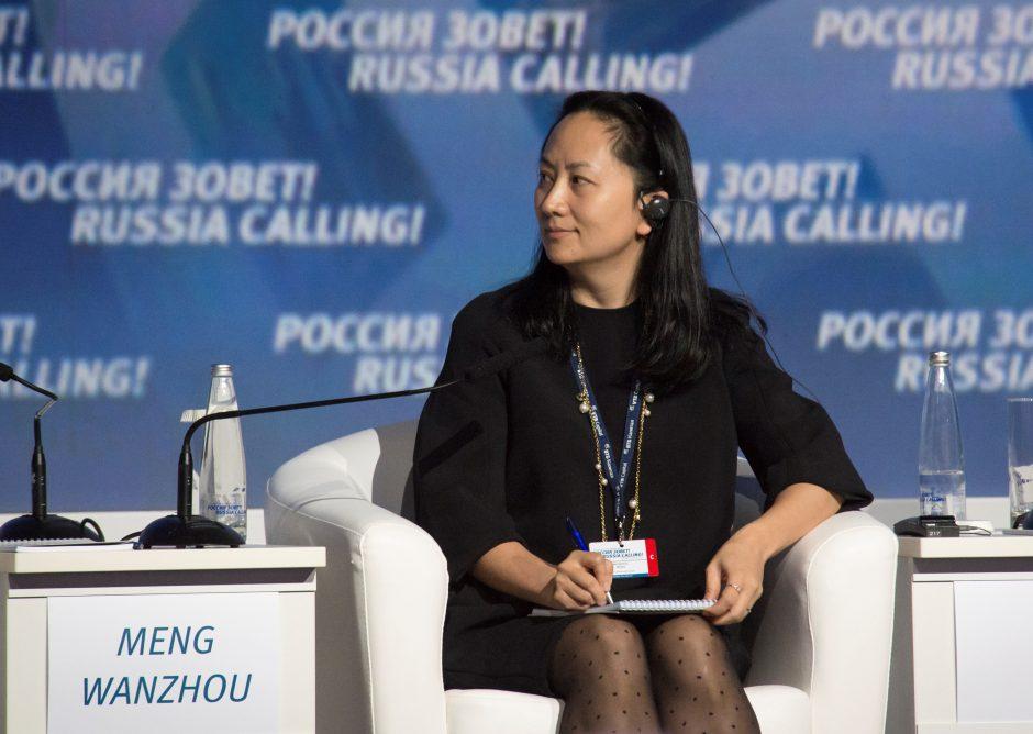 """Kanadoje sulaikyta Kinijos telekomunikacijų milžinės """"Huawei"""" finansų vadovė"""