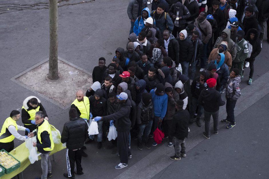 Paryžiaus policija iš palapinių stovyklos iškraustė šimtus migrantų