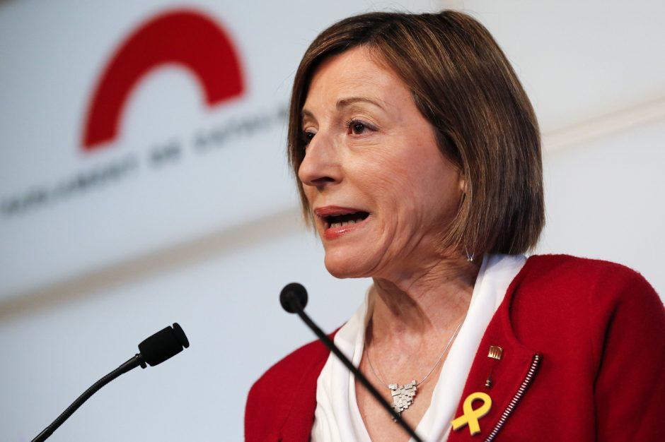Iš posto traukiasi Katalonijos parlamento pirmininkė