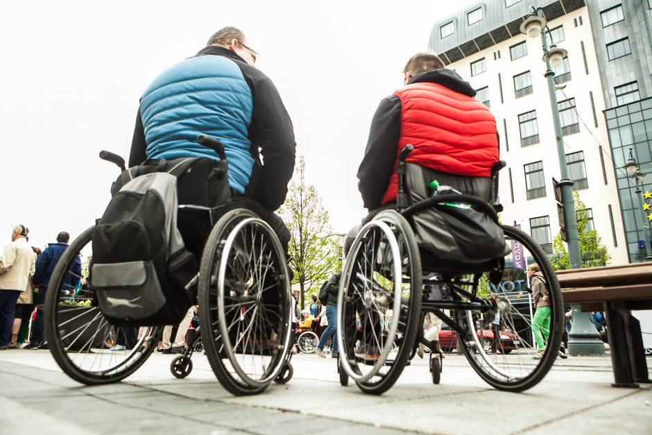 Neįgaliesiems didės išmokos, atsisakoma diskriminuojančių sąvokų
