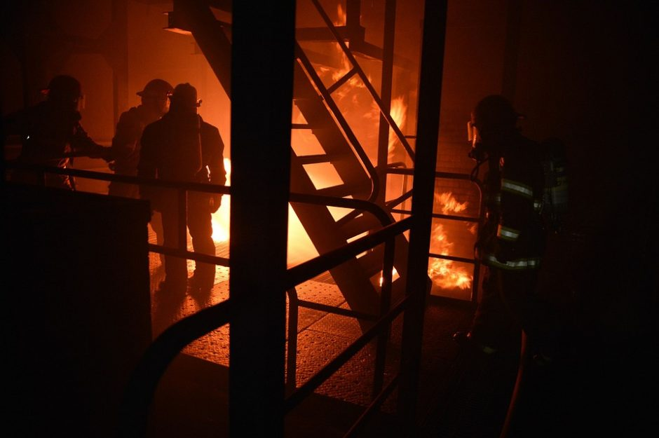 Netoli Kauno visiškai sudegė namas