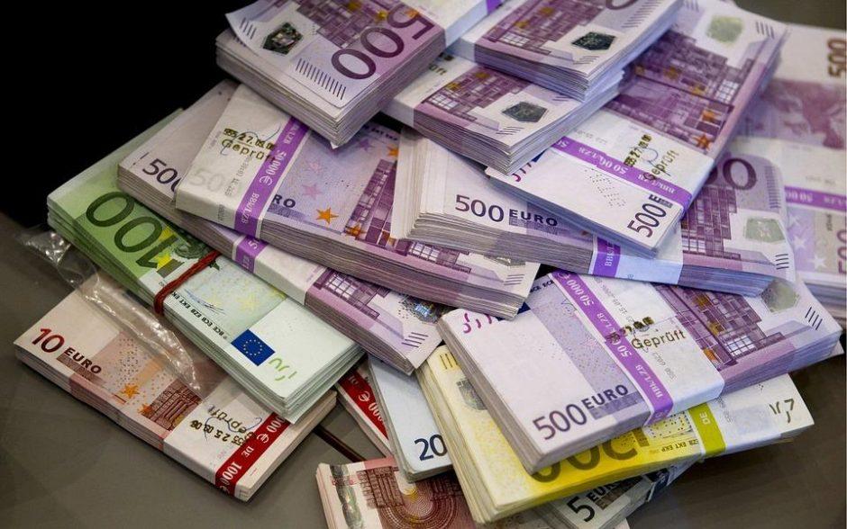 ES siekia stiprinti euro vaidmenį, mažinti JAV dolerio dominavimą