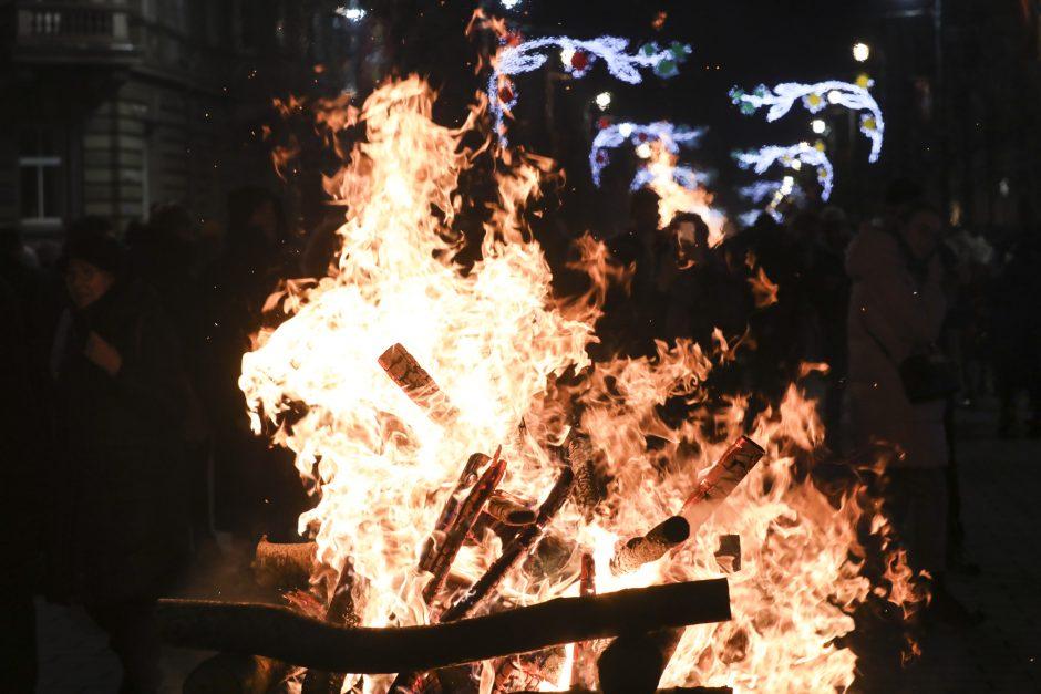 Gedimino prospekte uždegta 70 simbolinių laužų