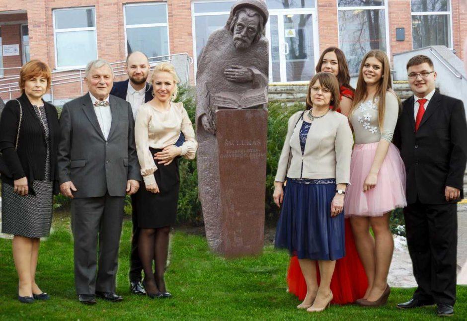 Vilkijos pirminės sveikatos centro skvere Šv. Luko skulptūra laimina ne tik gydytojus