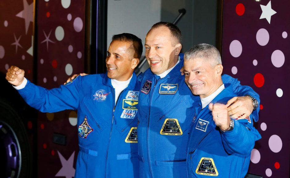 Du amerikiečiai ir vienas rusas pasirengę iš Kazachstano stepės kilti į kosmosą