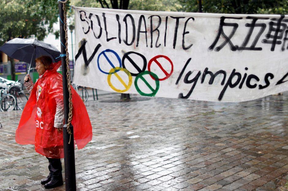 Paryžiuje surengta maža demonstracija prieš 2024 metų olimpines žaidynes