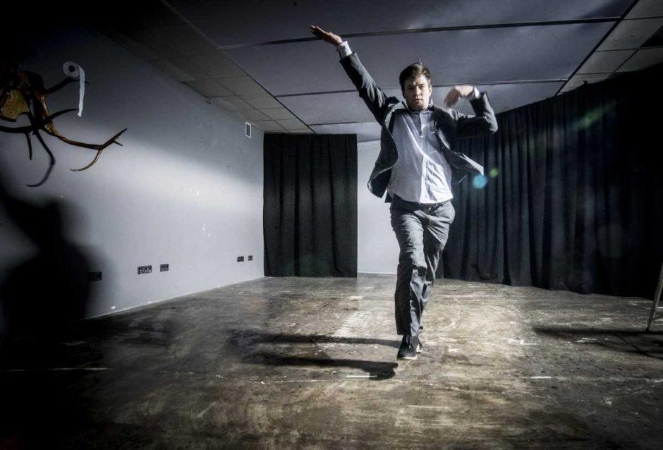"""O. Koršunovo teatro ruduo """"ant lagaminų"""": tarp tolimojo Seulo ir menų mekos Londono"""