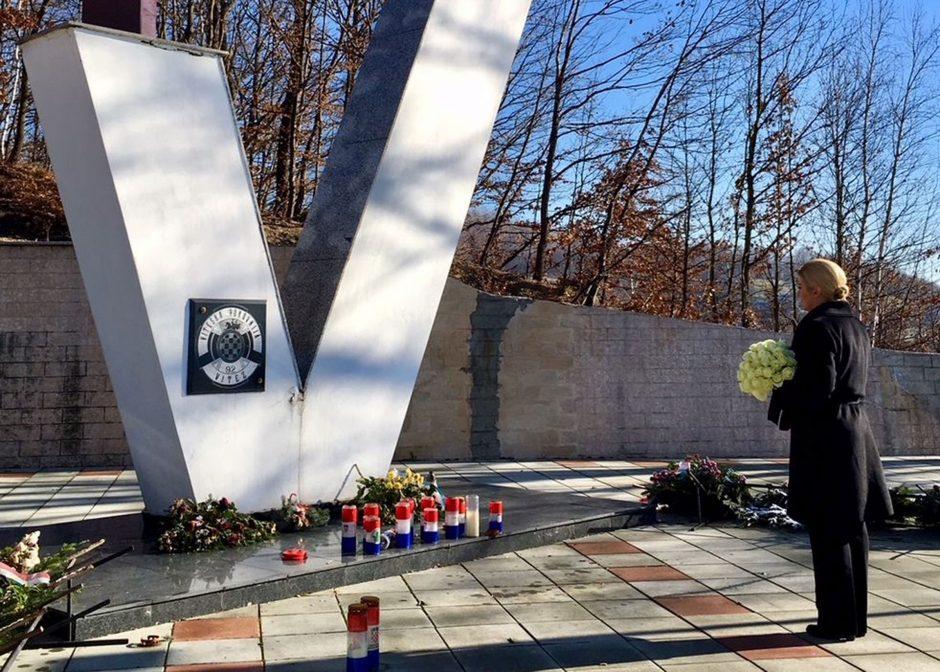 Kroatijos lyderė apsilankė musulmonų skerdynių karo metu vietoje