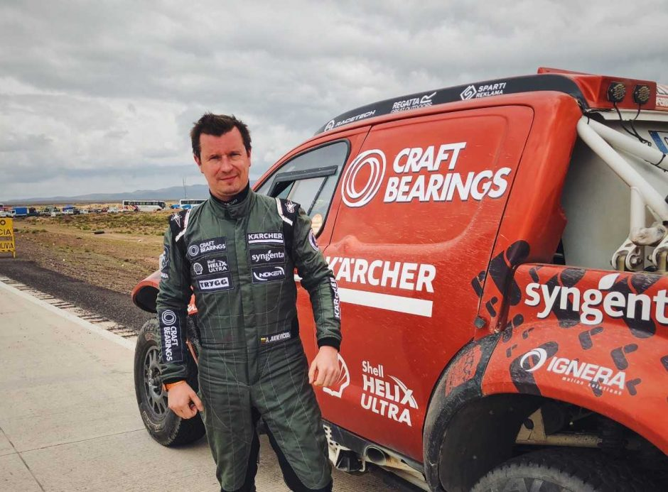 Dakaro raliui besiruošiantis lenktynininkas A. Juknevičius pavydi buriuotojams