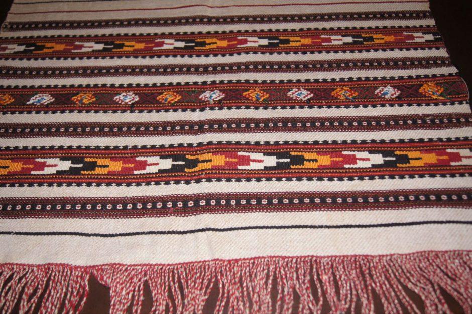 Palygino Lietuvos ir Vakarų Ukrainos etnografinę tekstilę