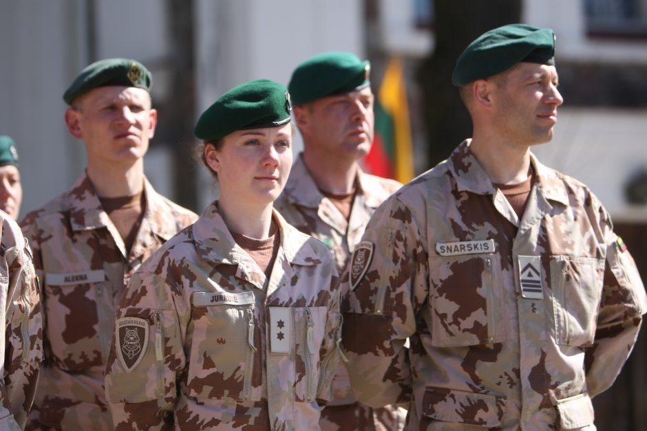 Protestuotojai bandė patekti į Lietuvos karių stovyklą Afganistane, mėtė į ją akmenis