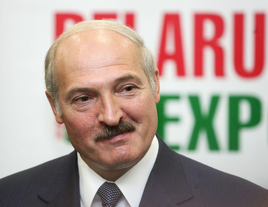 Pagavęs 57 kilogramų šamą A. Lukašenka gerokai aplenkė V. Putiną