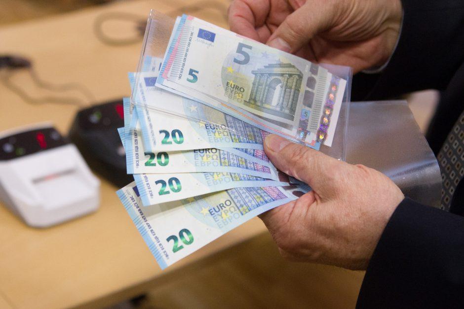 Policininkai įtariami paėmę 200 eurų kyšį iš vairuotojo