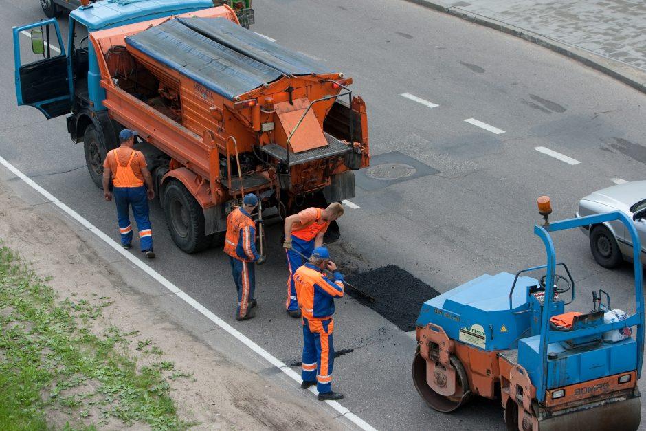 Gatvėse darbuojasi kelininkai: vairuotojų prašoma kantrybės
