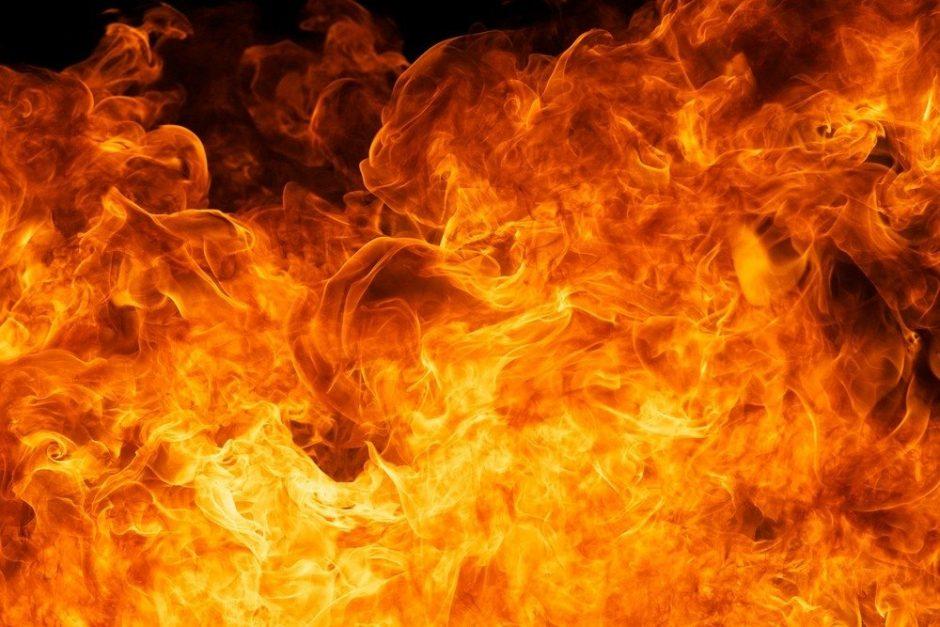 Elektrėnų savivaldybėje per gaisrą ceche nukentėjo darbuotojas