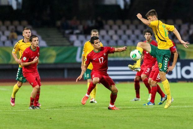 Lietuvos U-19 rinktinė neprilygo portugalams, paguodė tik du G.Sirgėdo įvarčiai