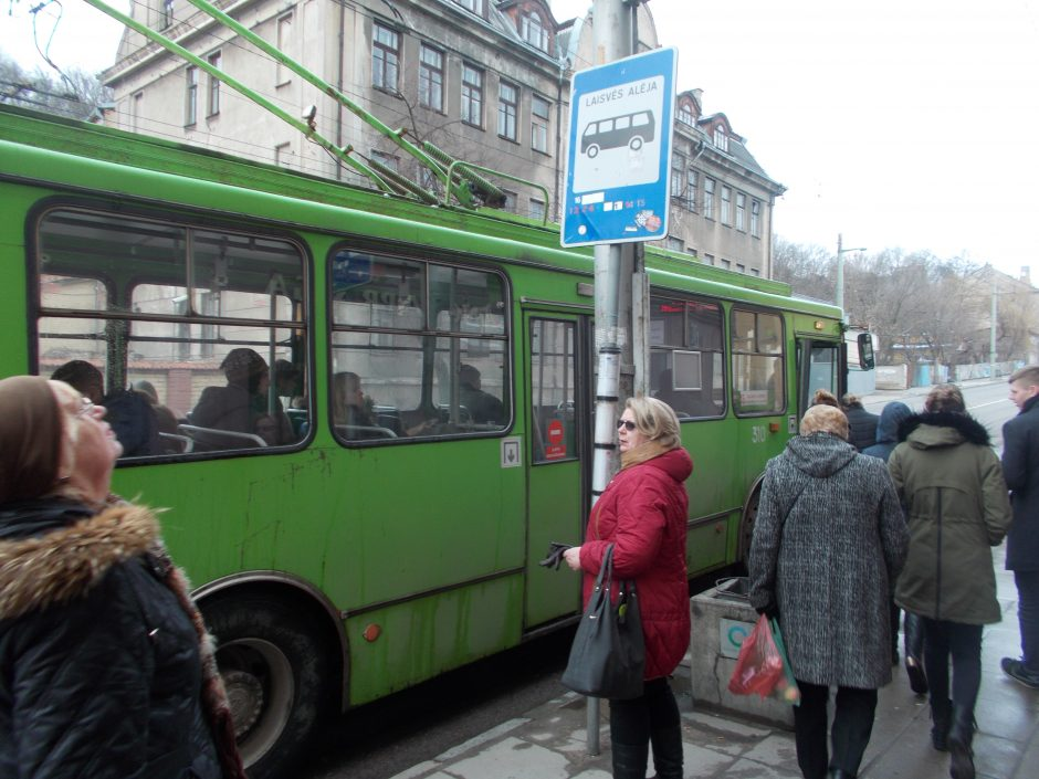 Išskirtiniai kadrai: kaip autobusai ir troleibusai buvo tikrinami anksčiau ir dabar