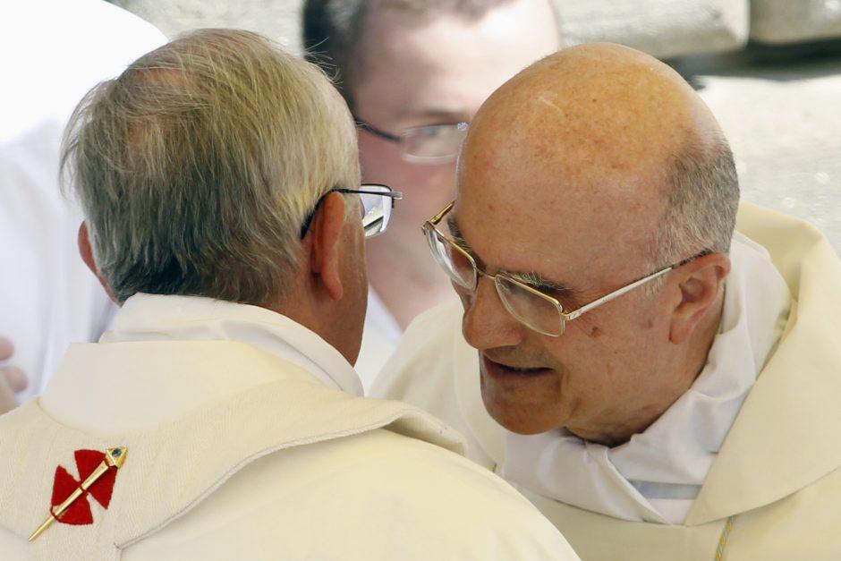 """Nušalintas kardinolas užsipuolė Vatikano """"angis"""""""