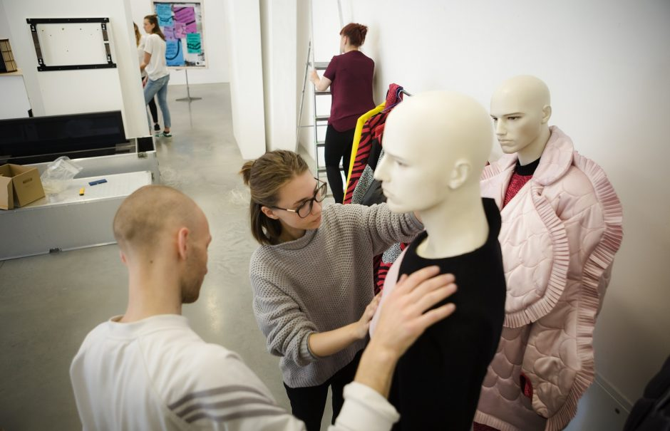Jaunieji dizaineriai meta iššūkį masinei madai