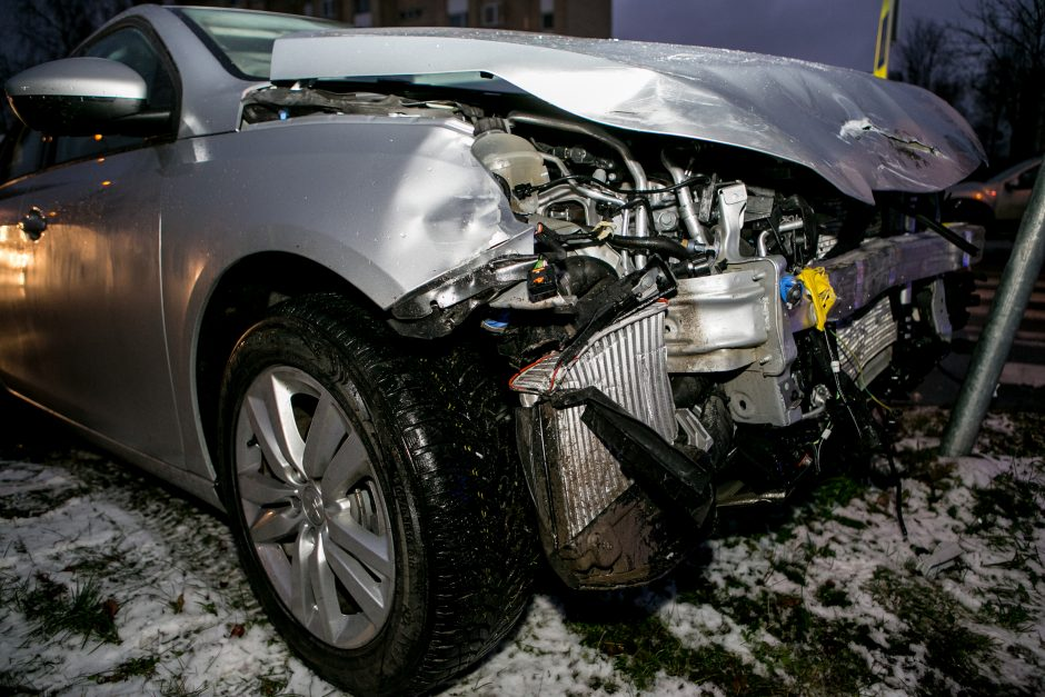 Šilainiuose – trijų automobilių avarija, nukentėjo mažametis