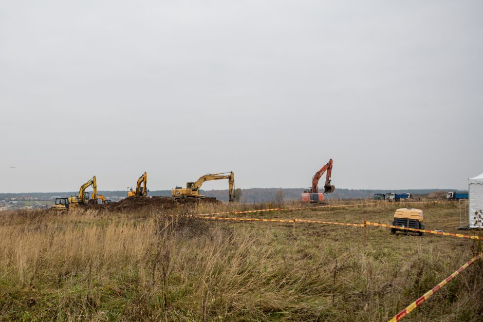 """""""Hollister"""" pradėjo 50 mln. eurų vertės gamyklos statybas Kauno rajone"""