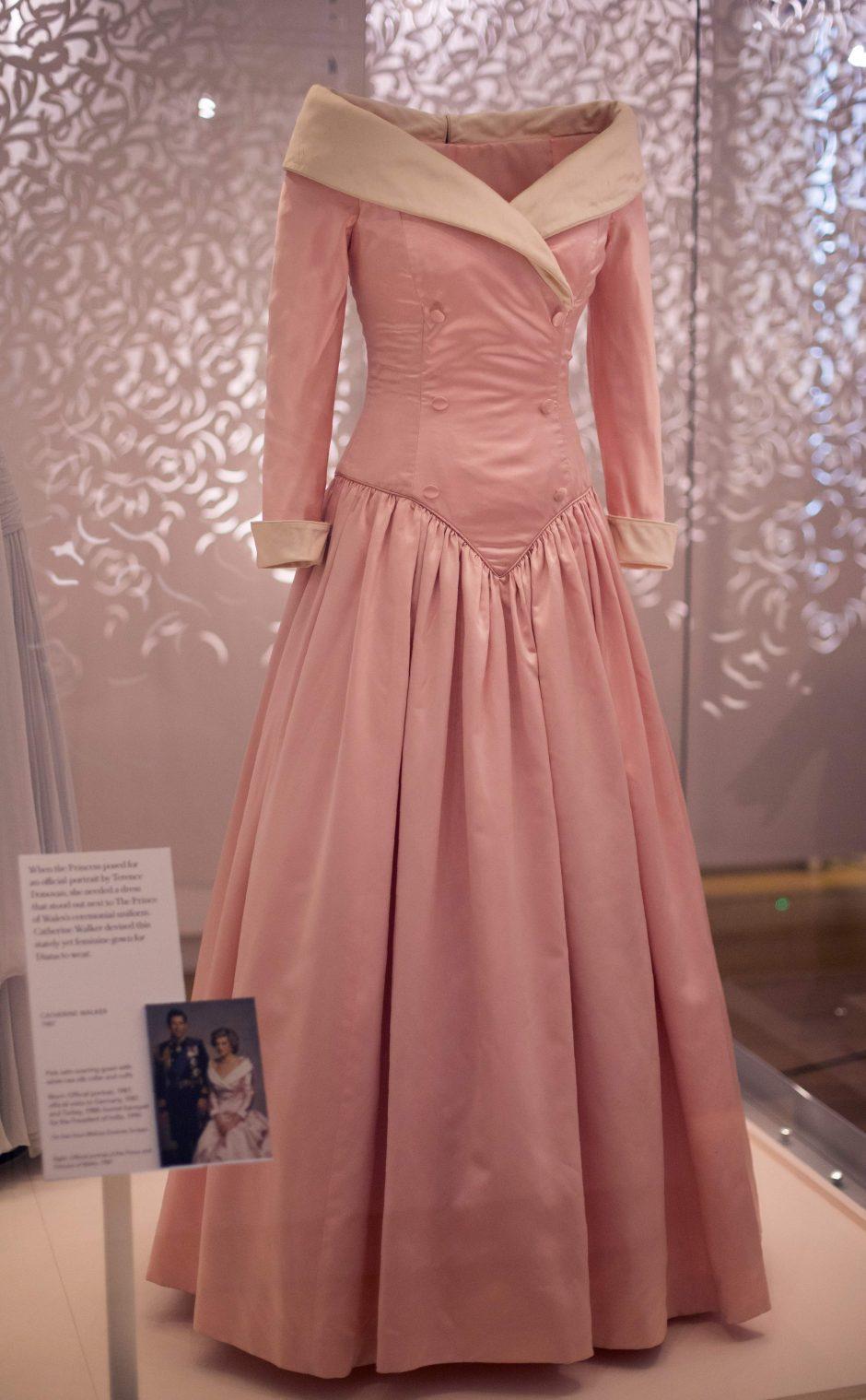 Londone – princesės Dianos drabužių paroda